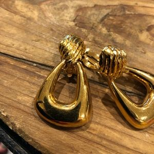 ST JOHN Jewelry - VINTAGE ST JOHN CLIP ON EARRINGS